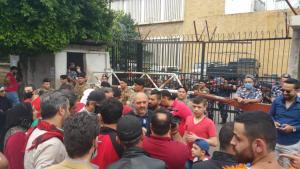 محتجون اعتصموا أمام مدخل سرايا طرابلس