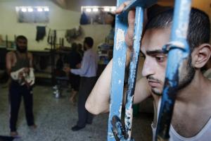 """""""حنظلة"""": 300 أسير يستعدون للإضراب عن الطعام في """"عوفر"""""""