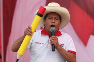 البيرو تنضم الى المعسكر اليساري برئاسة مدرّس شيوعي