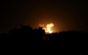 """قصف صهيوني شمال قطاع غزة بزعم الرد على """"تواصل إطلاق البالونات الحارقة"""""""