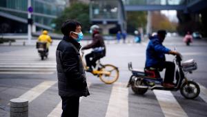 """مسؤولون ودبلوماسيون صينيون يطلعون على ما توصلت إليه أبحاث حول أصول """"كوفيد-19"""""""
