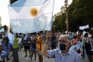 الأرجنتين.. تظاهرات إثر فضيحة في توزيع لقاحات كورونا
