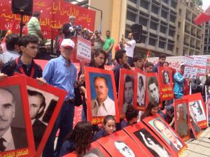يوم العمال العالمي: أولى الرايات الحمراء