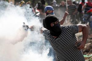 عشرات الإصابات خلال مواجهات مع الاحتلال في بلدة أبو ديس