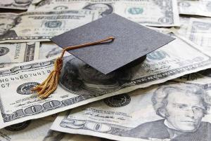 أولياء الطلاب في الجامعات الأجنبية: لإقرار مشروع قانون الدولار الطالبي